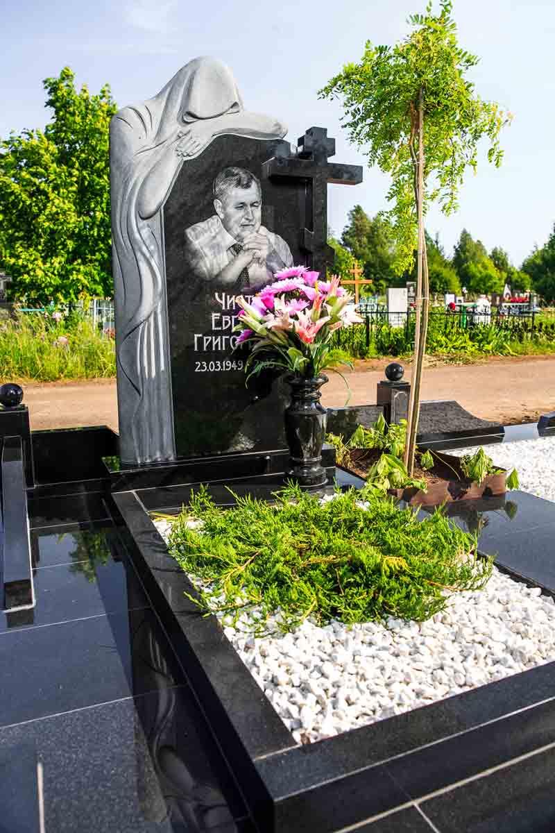 Какие надгробные памятники казань памятники рязань цена за